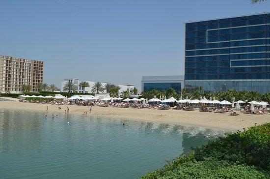 Fairmont Bab Al Bahr: Вид на пляж