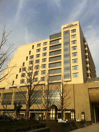 Howard Johnson Garden Plaza Yixing: hotel exterior