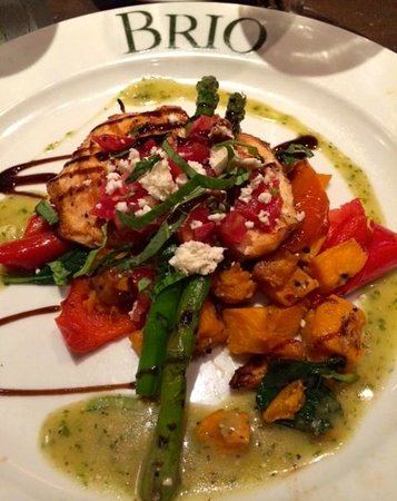 Brio Tuscan Grille: Salmon on 550 calories or under menu