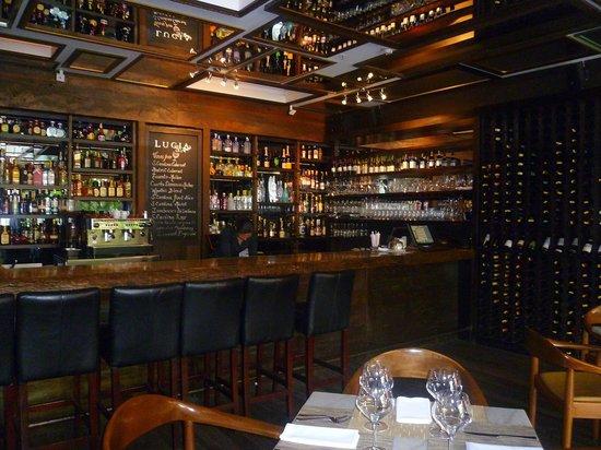 Lucia Restaurante: l'elegante bar del lucia aperto fino alle 2-3
