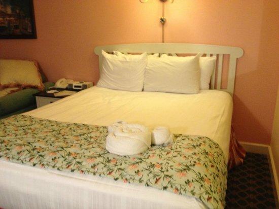Disney's BoardWalk Villas: The bed!