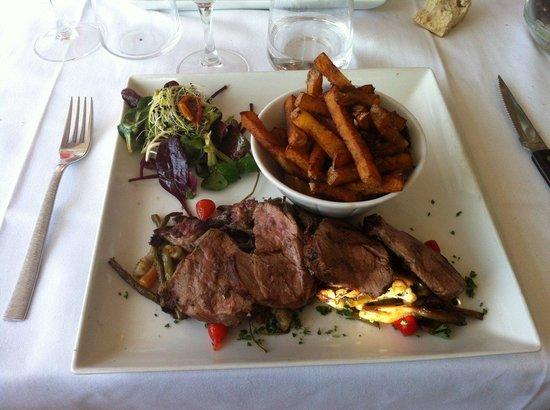 Restaurant La Braise sur l'ile du Saussay : Veau cuit au feu de bois et frites maisons