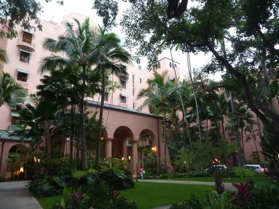 The Royal Hawaiian, a Luxury Collection Resort : Exterior and grounds