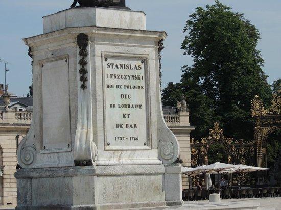 Place Stanislas : Постамент памятника Станисласу