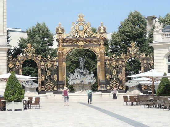 Place Stanislas : Одни из ворот