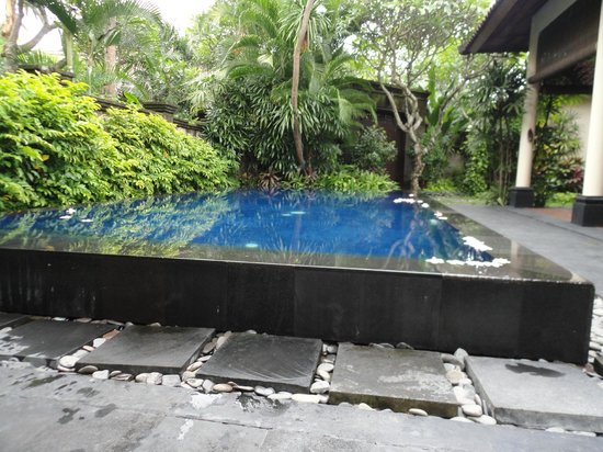 Kamuela Villas and Suite Sanur: Swimming pool 3 bedroom villa