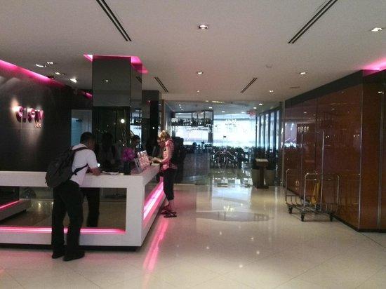 Trinity Silom Hotel: check-in lobby