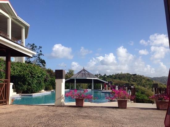 Calabash Cove Resort and Spa : pool view