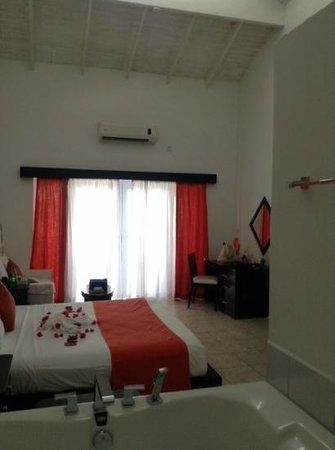 Calabash Cove Resort and Spa : room