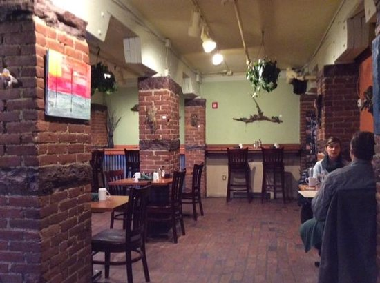 Magnolia: Dining area