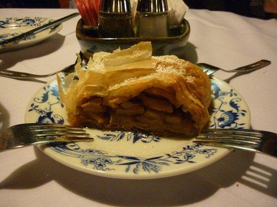 Bavarian Inn Restaurant: Strudel at the Bavarian Inn
