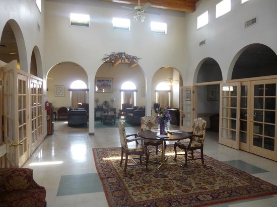 Colonial Heritage Hotel Lobby