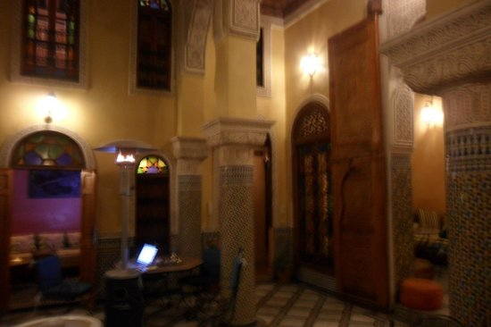 Riad Layalina Fez: blurry pic lobby area