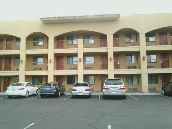 Quality Inn & Suites Phoenix: Rear view of the motel.