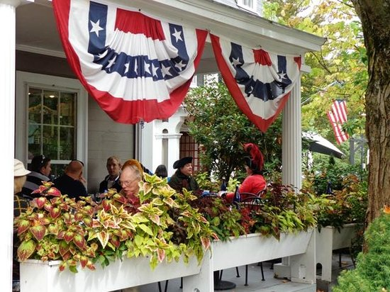 The Colonial Inn: Dining with the Colonials!