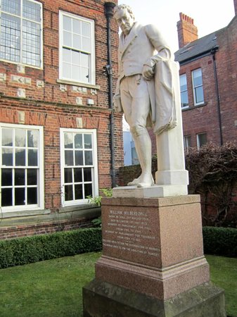 Wilberforce House Museum: Wilberforce Statue