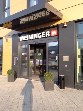 MEININGER Hotel Frankfurt/Main Airport: Вход