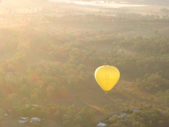 Hot Air Balloon Gold Coast: 一緒に飛んだ気球