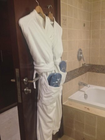 InterContinental Aqaba Resort: Robe and flip flops