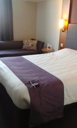 Premier Inn Manchester City Centre (Piccadilly) Hotel: Bed was comfortable (11th Floor)