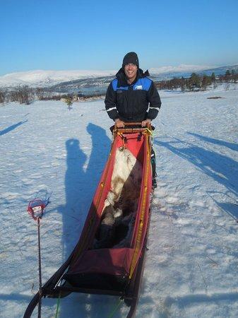 Tromsø Wilderness Centre: Dirigindo o Trenó