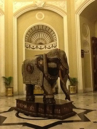 Lalitha Mahal Palace Hotel: In the lobby and a great place for a photo