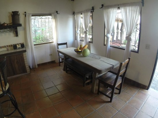 Hacienda la Esperanza: Informal dining in the kitchen