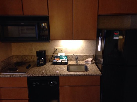 Homewood Suites by Hilton Indianapolis-Keystone Crossing: Nice kitchen. Was clean.