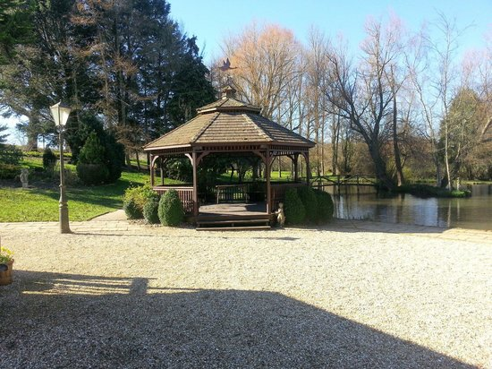 Hornsbury Mill : Gazebo and pond.