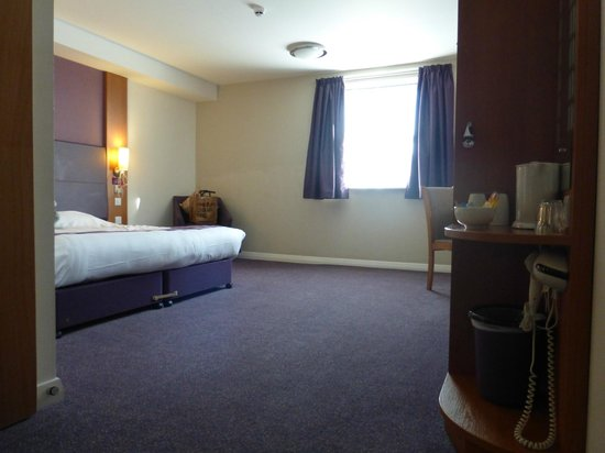 Premier Inn Edinburgh Park (The Gyle) Hotel: Room 114 - bedroom
