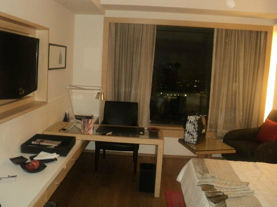 Trident, Nariman Point : Room
