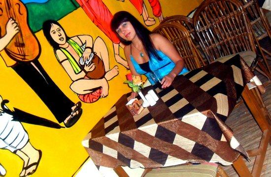 Adamo The Bellus Goa: В кафе у Бонни