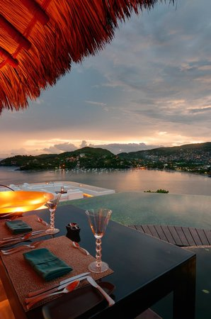 Tentaciones Hotel & Lounge Pool Restaurant: One of the best sunsets of my life