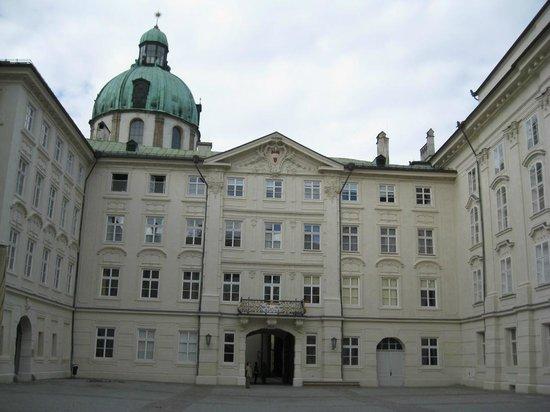 Altstadt von Innsbruck: palazzo storico con cortile interno