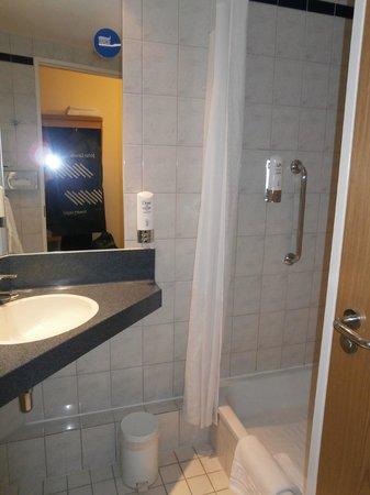 Holiday Inn Express Oxford : Bathroom