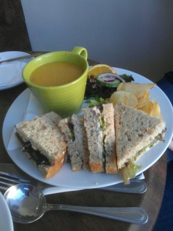 Heaven Scent: Lovely lentil soup with sandwich.