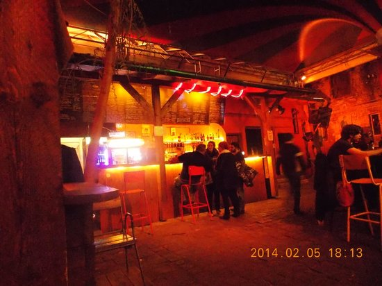 Fogasház : O bar