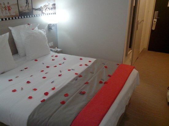 BEST WESTERN  Les Bains Hotel & SPA : Chambre en version romantique