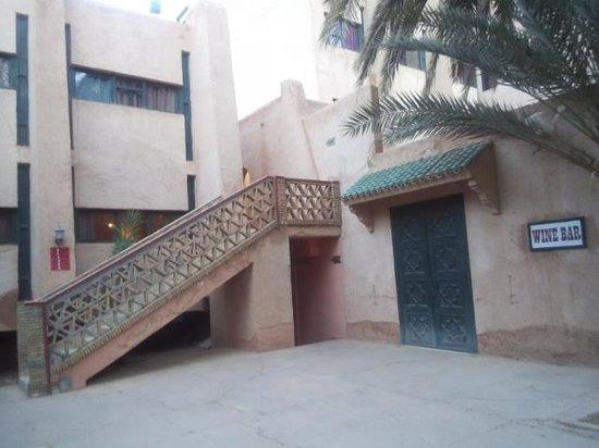 Hotel Ouarzazate Le Riad : 階段を登った所が部屋。
