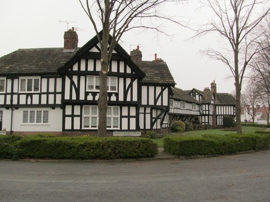 Port Sunlight Museum: Queen Mary's Drive