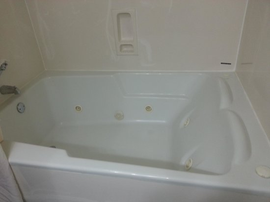 Comfort Suites At North Point Mall: hottub suite