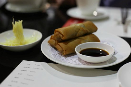Din Tai Fung (Shanghai New World): deep fried spring rolls