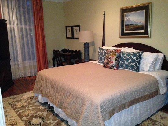 The master bedroom at the Oglethorpe Lodge
