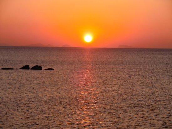 Kupu Kupu Phangan Beach Villas and Spa by l'Occitane : Sunset view from hotel