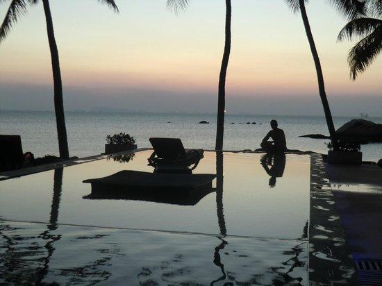 Kupu Kupu Phangan Beach Villas and Spa by l'Occitane : Hotel pool late afternoon..