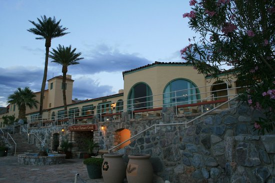 Furnace Creek Inn and Ranch Resort: Hotel Entrance