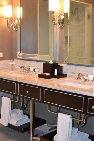 Waldorf Astoria Chicago: His/Her Sinks