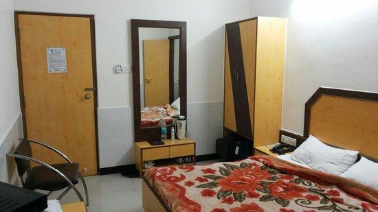 Ganga Sagar Hotel: Double beded room