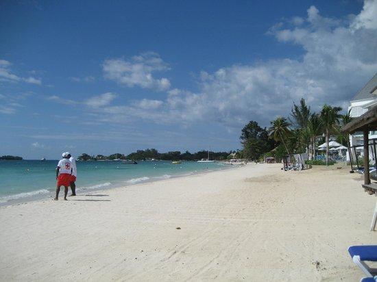 Azul Beach Resort Sensatori Jamaica by Karisma : Beach looking right