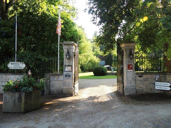 Chateau de Challanges: Въезд к отелю